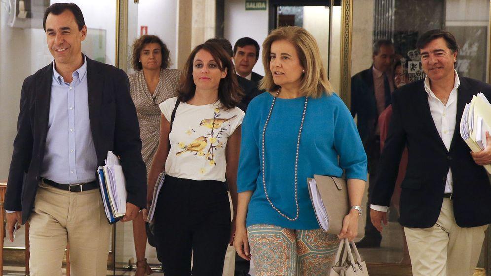 Foto: Los integrantes del equipo negociador del PP Fernándo Martínez Maillo, Andrea Levy, Fátima Báñez y José Antonio Bermúdez de Castro (i-d), a su llegada este miércoles al Congreso. (EFE)