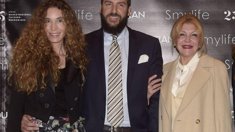 Baronessa Thyssen, Carmen Cervera con su nuera Blanca Cuesta y su hijo Borja Thyssen, en una foto reciente. (Gtres)