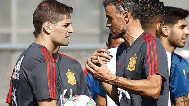 Foto: Robert Moreno, junto a Luis Enrique, durante un entrenamiento de la Selección.