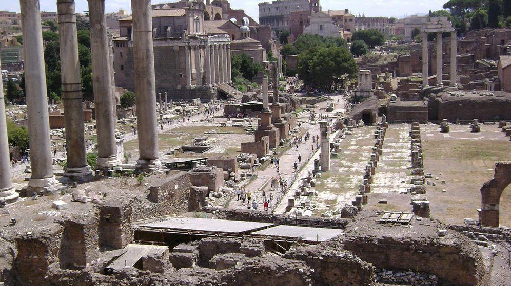 Foto: Foro romano de la capital de Italia. De fondo, el Coliseo (Flickr/Fabio Spinozzi)