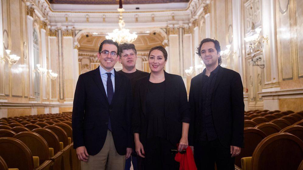 Foto: Sergio Corral (Fundación Unicaja), Guy Braunstein, Estrella Morente y Jesús Reina, en la sala de conciertos María Cristina.