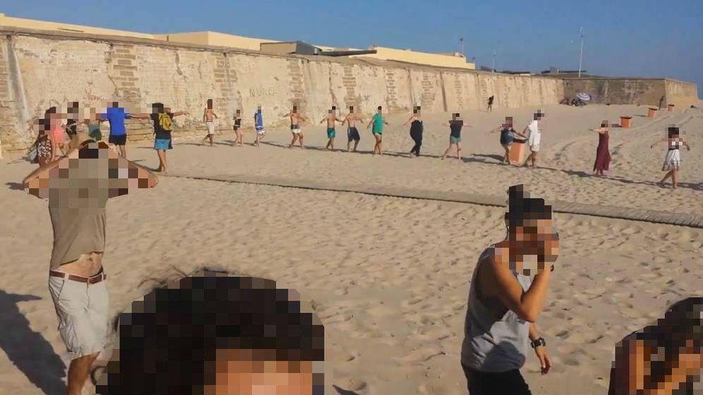 Foto: Imagen del encuentro que el grupo de Ángel Lara llevó a cabo en una playa. (YT)