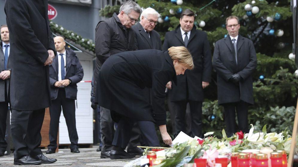 Foto: La canciller alemana, Angela Merkel, visita el lugar del atentado. (EFE)