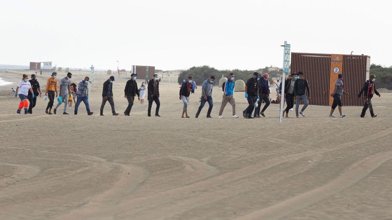 Un total de 44 inmigrantes de origen magrebí han llegado en tres pateras a Playa del Inglés, en el sur de Gran Canaria. (EFE)