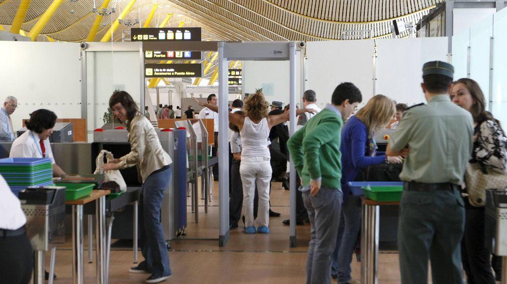Foto: Los controles de seguridad en el aeropuerto de Barajas. (EFE)
