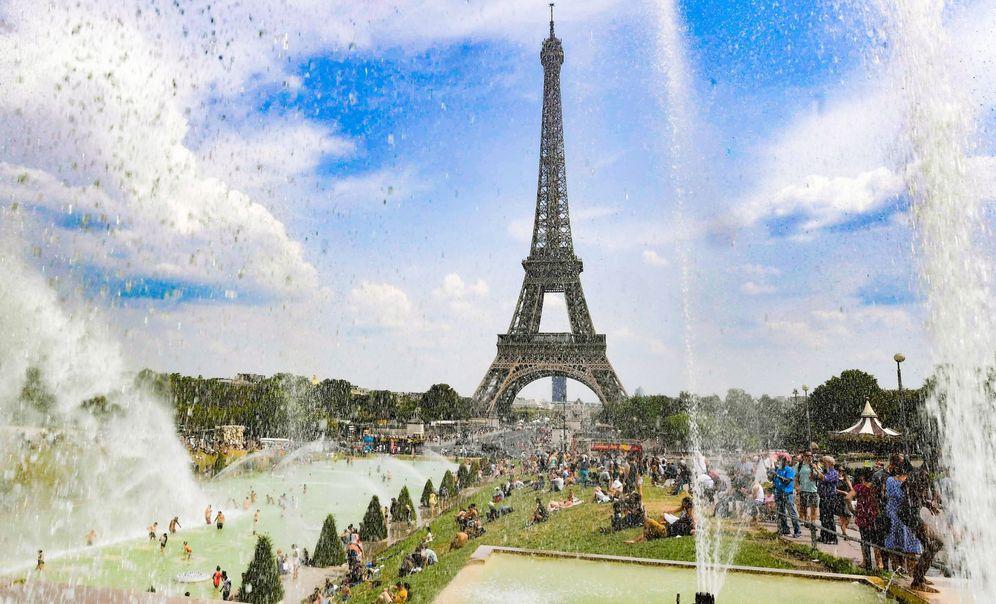Foto: París cambiará los jardines que rodean a la Torre Eiffel. (EFE)