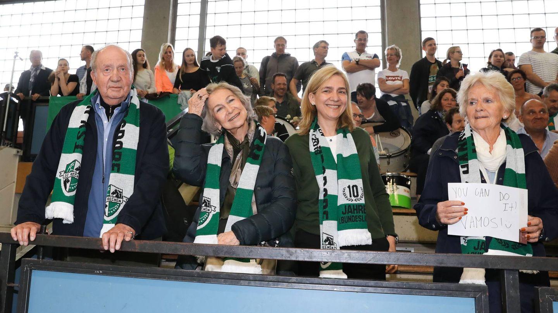 El rey Juan Carlos, la reina Sofía, la infanta Cristina y Claire Liebaert, el sábado en Hannover. (Cordon Press)