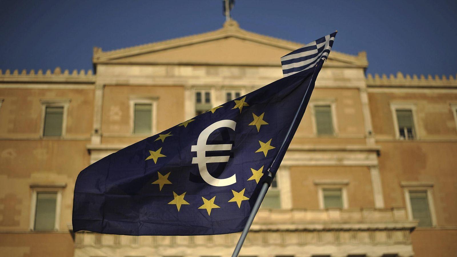 Foto: Manifestación a favor de la continuidad de Grecia en el euro celebrada en Atenas. (EFE)