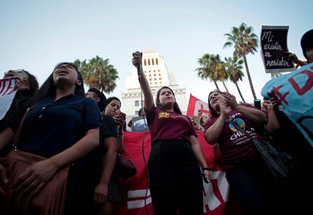 Foto: Melanie lidera una protesta contra el fin del DACA ante el Ayuntamiento de Los Ángeles, California. (Reuters)