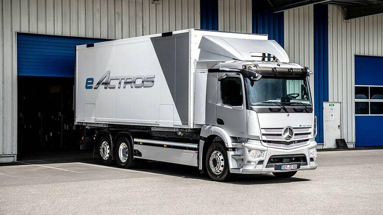 El eActros cuenta con dos motores eléctricos, una transmisión de dos velocidades y tres o cuatro paquetes de baterías, dependiendo de la versión.
