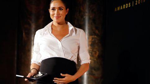 Camisa blanca y falda negra: el dúo infalible para Letizia, Meghan y Carolina de Mónaco