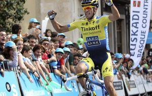 Contador firma una exhibición en su estreno en la Vuelta al País Vasco