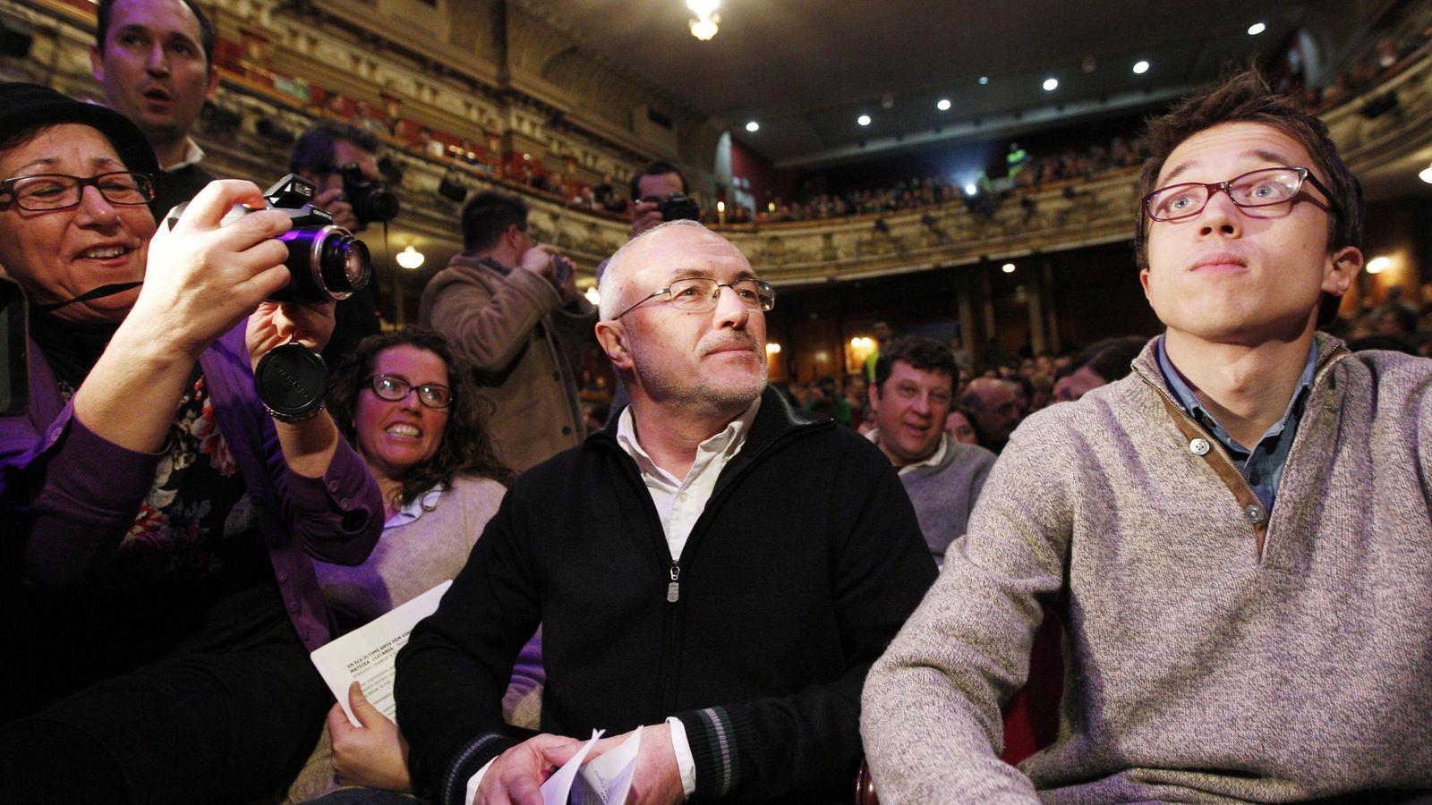 Foto: Íñigo Errejón (d), uno de los dirigentes de Podemos, junto a Antonio Montiel (i), candidato oficial del partido en la Comunidad Valenciana (EFE)