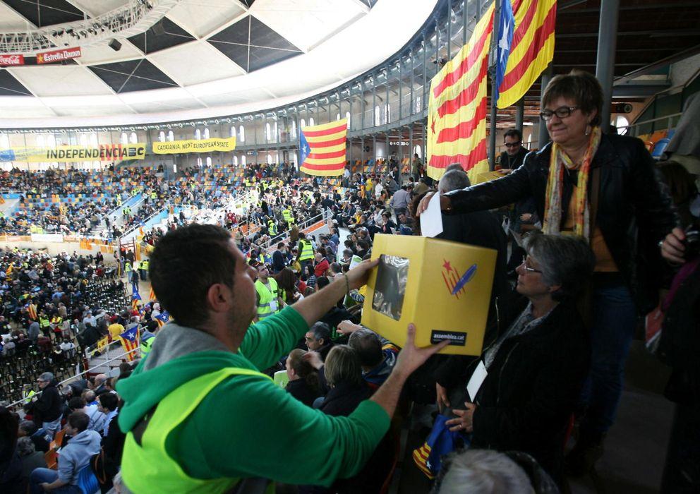 Foto: Votaciones de la Asamblea Nacional Catalana (ANC) en la plaza de toros Tarraco Arena sobre sus movilizaciones (Efe).
