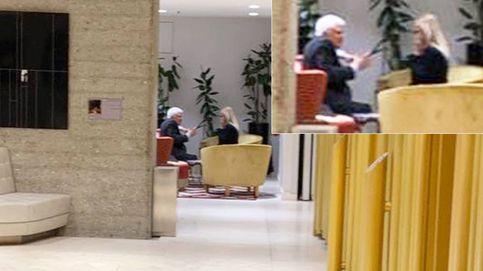 Paolo Vasile 'flirtea' con Cristina Cifuentes en un hotel para conseguir un sí