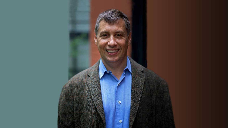 Adam Penenberg dirige un máster de periodismo en la NYU.