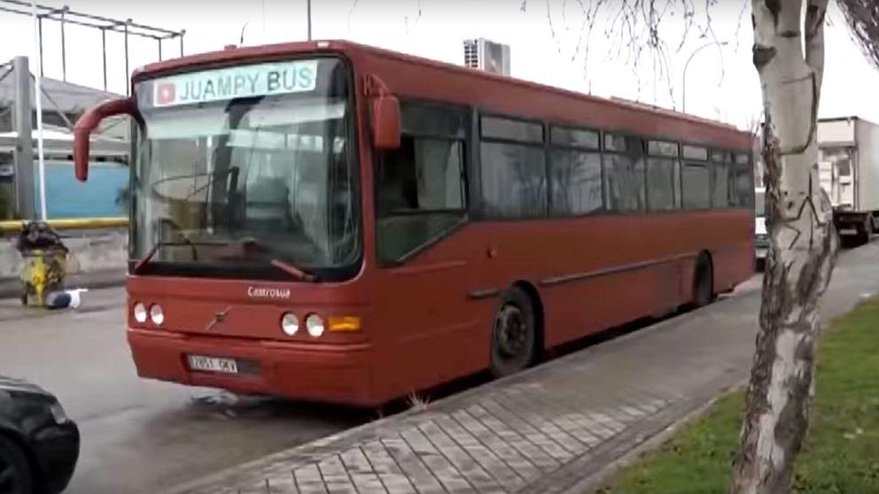 Un antiguo conductor se compra un autobús de línea para vivir en su interior