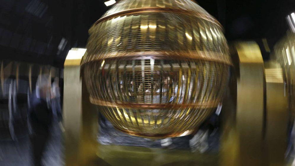 Foto: Los bombos que reparten suerte cada 22 de diciembre (EFE)