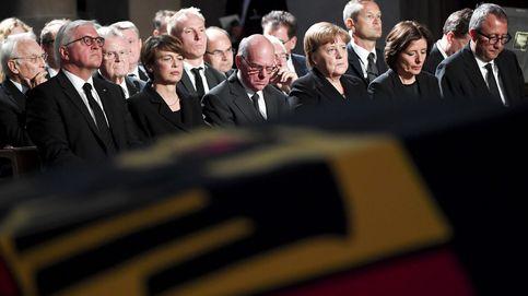 Berlusconi y Sarkozy dan la nota: entre bambalinas del primer gran funeral europeo