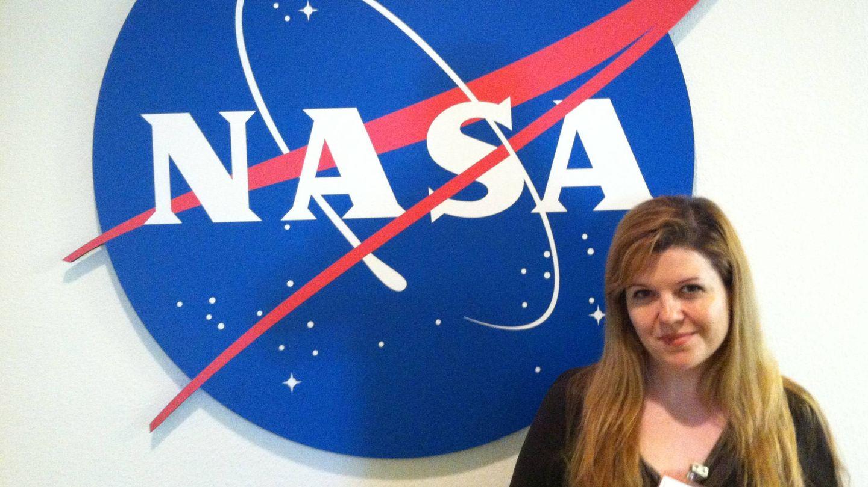 Vanesa Gómez-González, posando en el Centro de Investigación Ames de la NASA, en Silicon Valley, California.