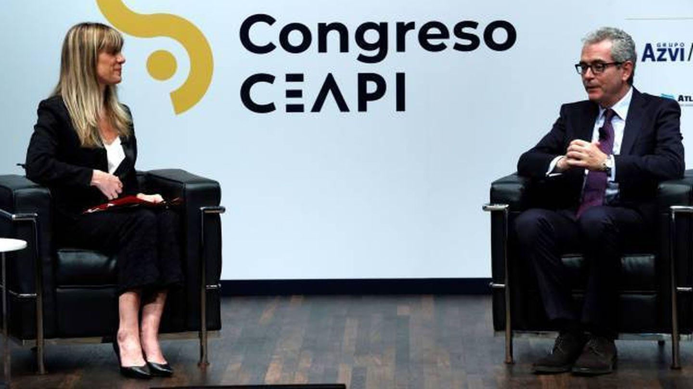 Begoña Gómez y el presidente de Inditex, Pablo Isla. (EFE)