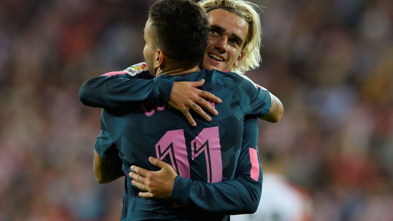 Foto: Correa celebra un gol con Griezmann. (EFE)