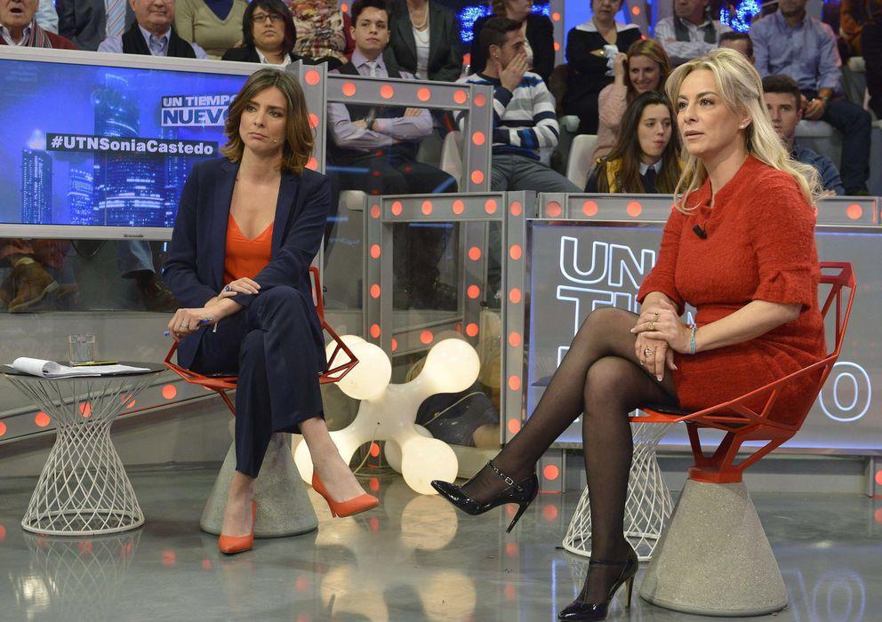 Foto: Sonia Castedo, en el plató de 'Un tiempo nuevo' junto a la presentadora Sandra Barneda