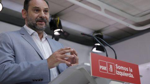 El PSOE respalda al Gobierno y denuncia la mascarada de los independentistas