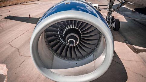 Detenido por lanzar 'monedas de la suerte' al motor de un avión