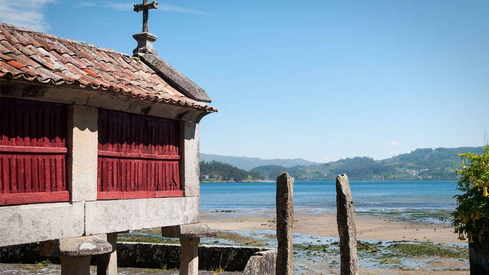 Combarro, el pueblo de las Rías Baixas donde los hórreos se asoman al mar