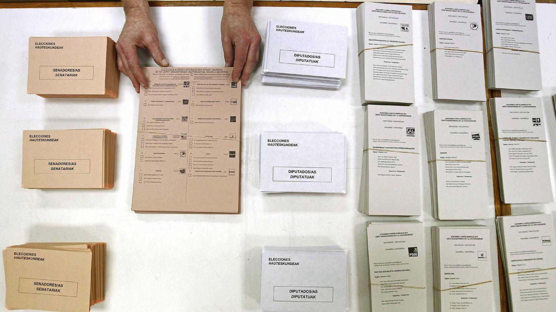 Urnas y papeletas empleadas en las elecciones generales de 2011. (EFE)