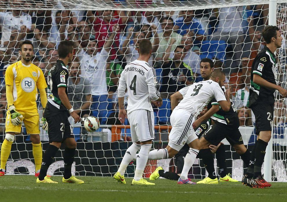 Foto: Benzema, nada más marcar el gol que abrió el triunfo del Real Madrid ante el Córdoba