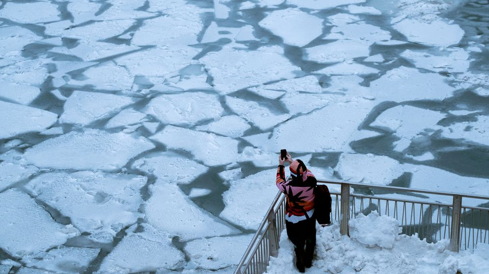 Foto: El río Chicago congelado. (Reuters)