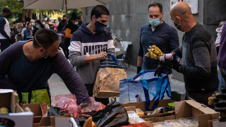 Reparto de alimentos en Tetuán. (Carmen Castellón)