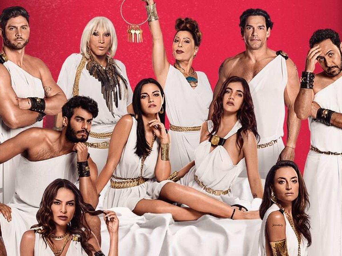 Foto: Hugo Catalán con el resto del elenco de 'El juego de las llaves'. (Amazon Prime Video)