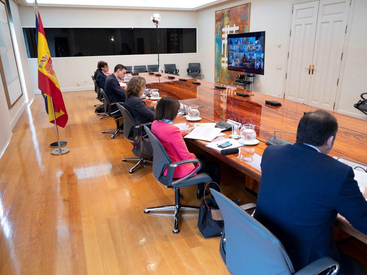 Foto: Pedro Sánchez, con miembros de su Gobierno, en la última conferencia de presidentes. (EFE)