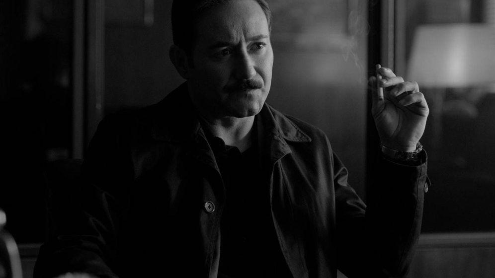 Foto: Carlos Santos en un fotograma de 'El crack cero'', de José Luis Garci. (Filmax)