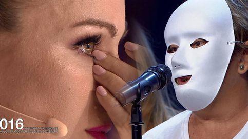 Edurne, a lágrima viva tras la actuación de un grupo de mujeres maltratadas