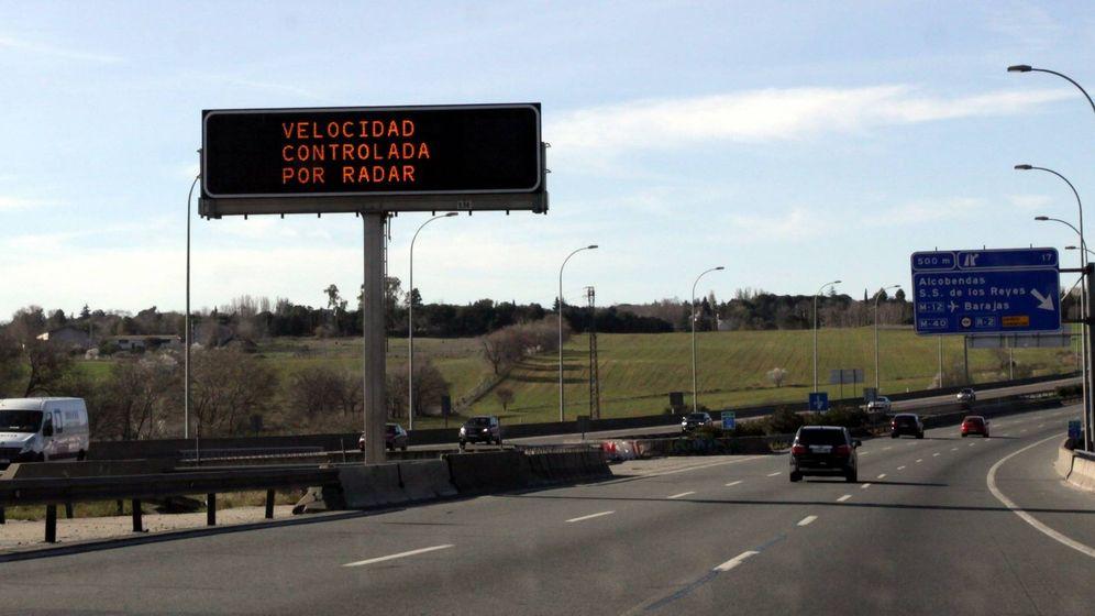 Foto: Aviso de radar en una carretera
