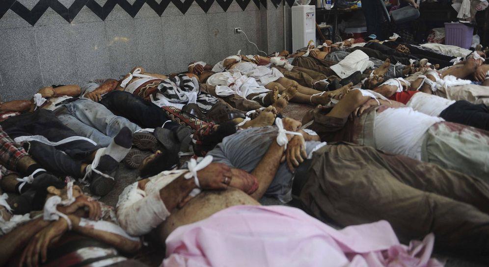 Foto: Cadáveres de miembros de la Hermandad Musulmana y simpatizantes de Mohamed Mursi en la mezquita de Rabaa Adawiya, en el Cairo, el 14 de agosto de 2013. (Reuters)