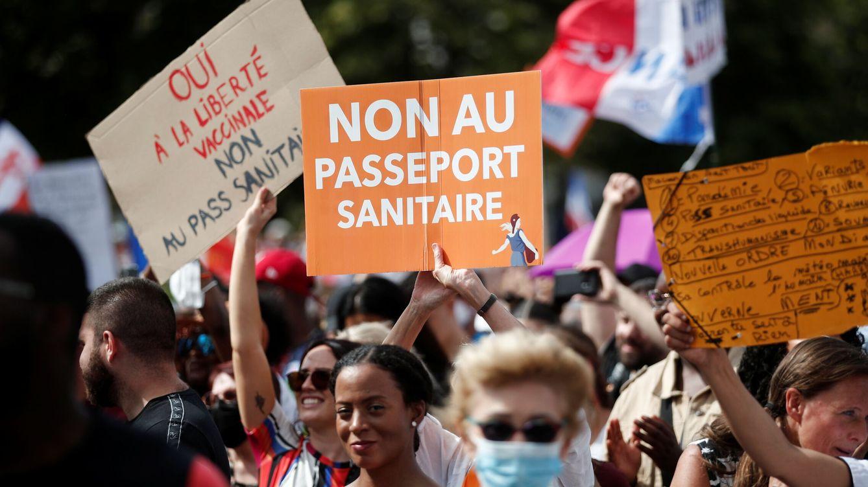 Nos tratan como a niños: el certificado covid para entrar al bar se extiende por Europa
