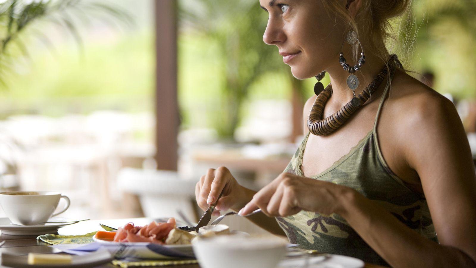 Foto: Tomar un desayuno que nos ayude a bajar de peso es muy sencillo. (iStock)