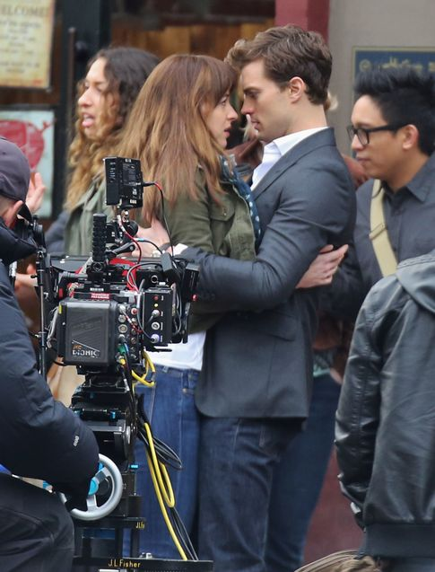Jamie Doran y Dakota Johnson en el rodaje de '50 sombras de Grey'