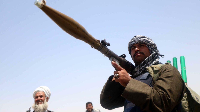 Los talibanes ganan terreno en Afganistán mientras el ex señor de la guerra moviliza tropas