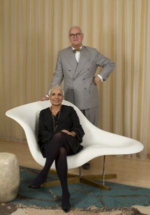 Manolo Blahnik y Tous convierten en joya el mítico zapato 'Campari'