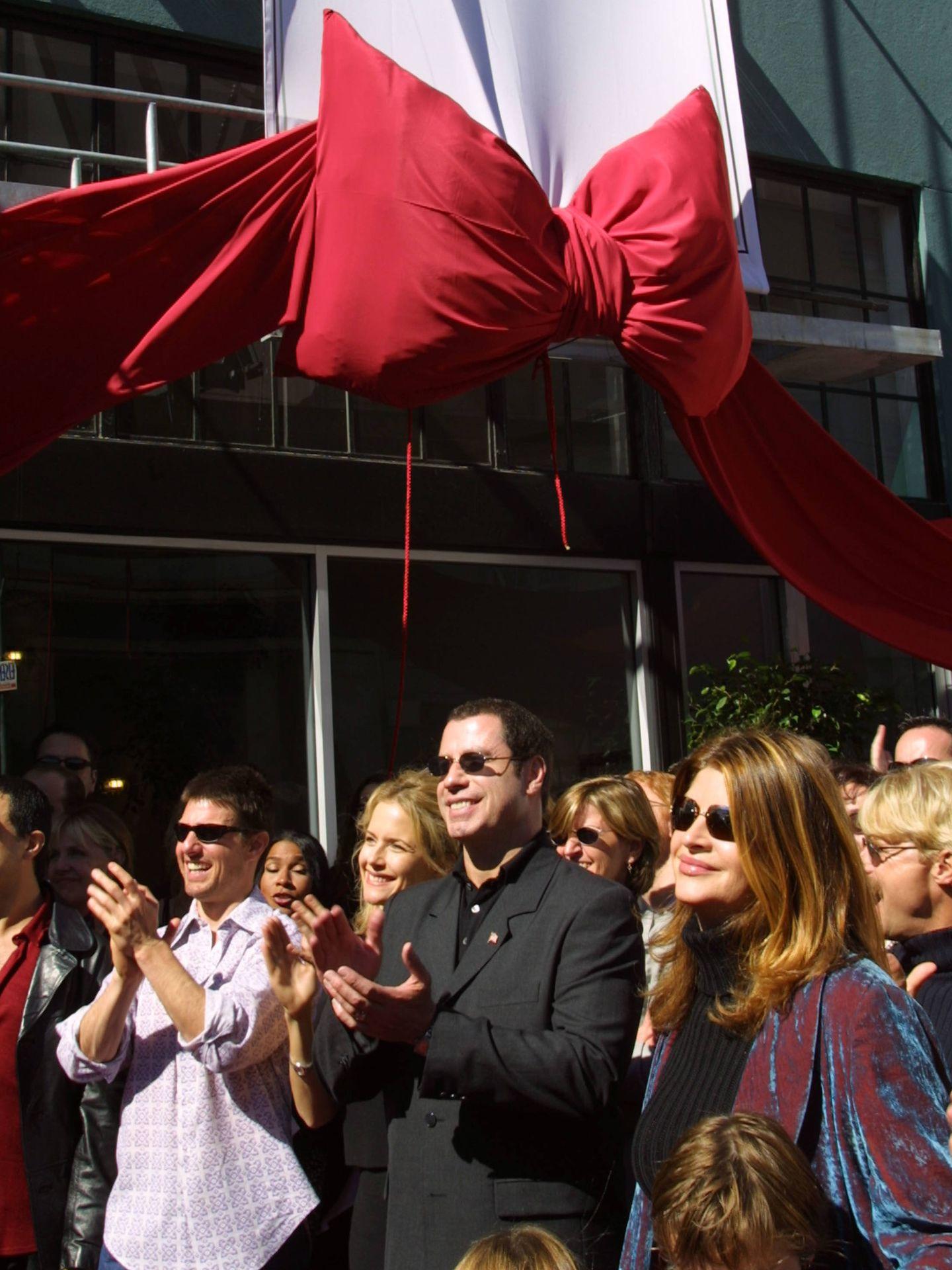 Tom Cruise, Kelly Preston, John Travolta y Kirstie Alley, frente a una de las sedes de la Iglesia de la Cienciología. (Getty)