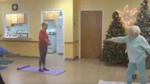 Lil Hansen, la profesora de yoga de 105 años que se niega a dejar de enseñar