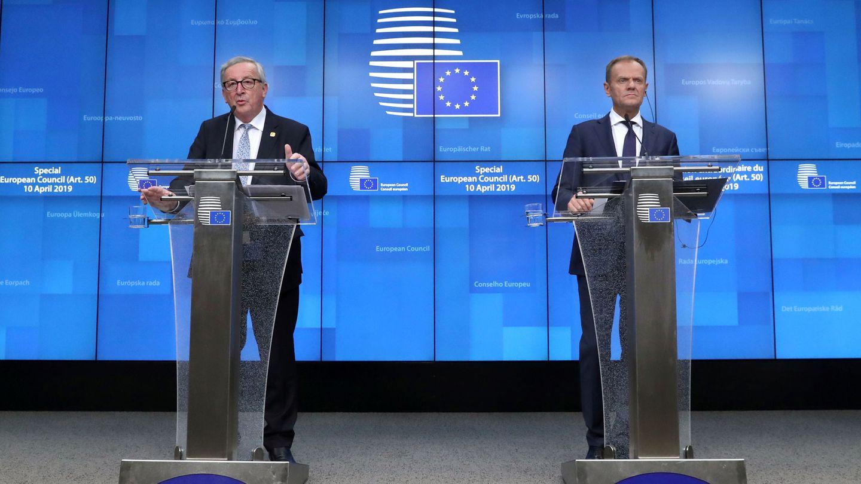 Los presidentes Jean-Claude Juncker (izquierda), de la Comisión Europea, y Donald Tusk (derecha), del Consejo Europeo. (Reuters)