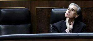 """Jáuregui cree que aún se está """"subiendo la montaña"""" de la crisis"""