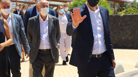Sánchez interrumpe sus vacaciones en Lanzarote para reunirse con el presidente canario